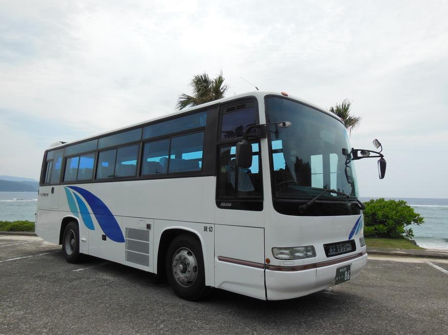 大島タクシー車両紹介貸切中型バス 定員42名(乗客40名) の写真