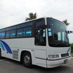 奄美大島観光 大島タクシー車両紹介貸切中型バス 定員42名(乗客40名) の写真