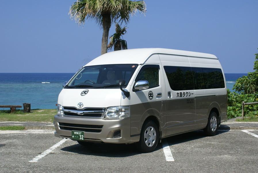 奄美大島観光 大島タクシー車両紹介グランドキャビン乗車定員9名の写真