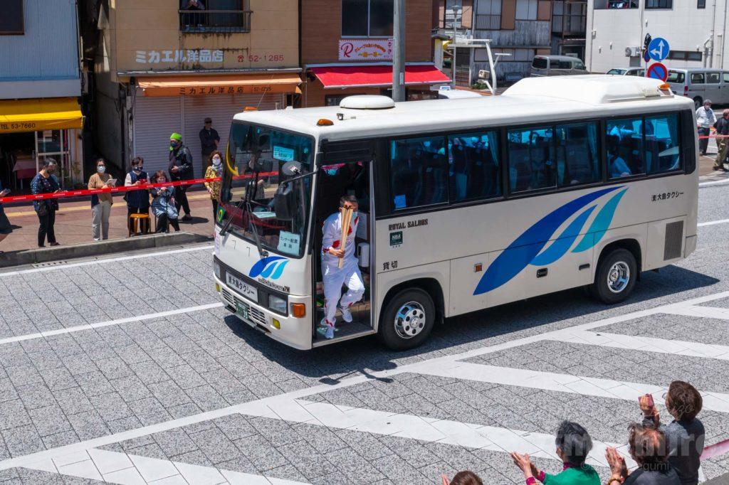 オリンピック聖火リレー 奄美大島なぜまち商店街 大島タクシー 2
